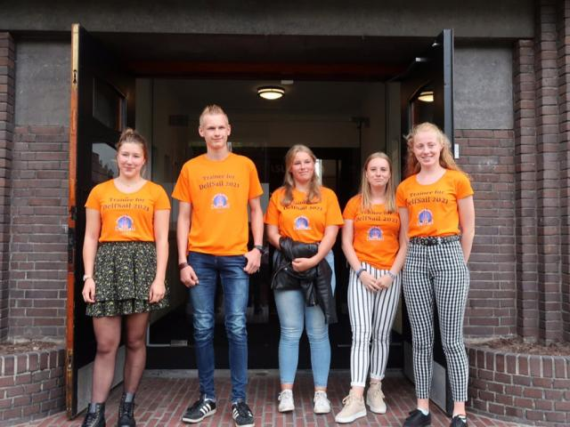 Trainees van DelfSail presenteren zich in Delfzijl